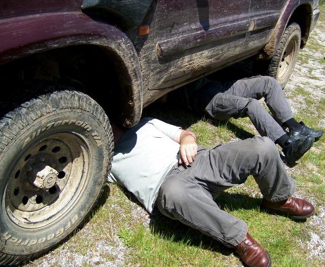 自動車のオイル交換はDIYでお得にやっちゃおう。市販品で簡単オイル交換。