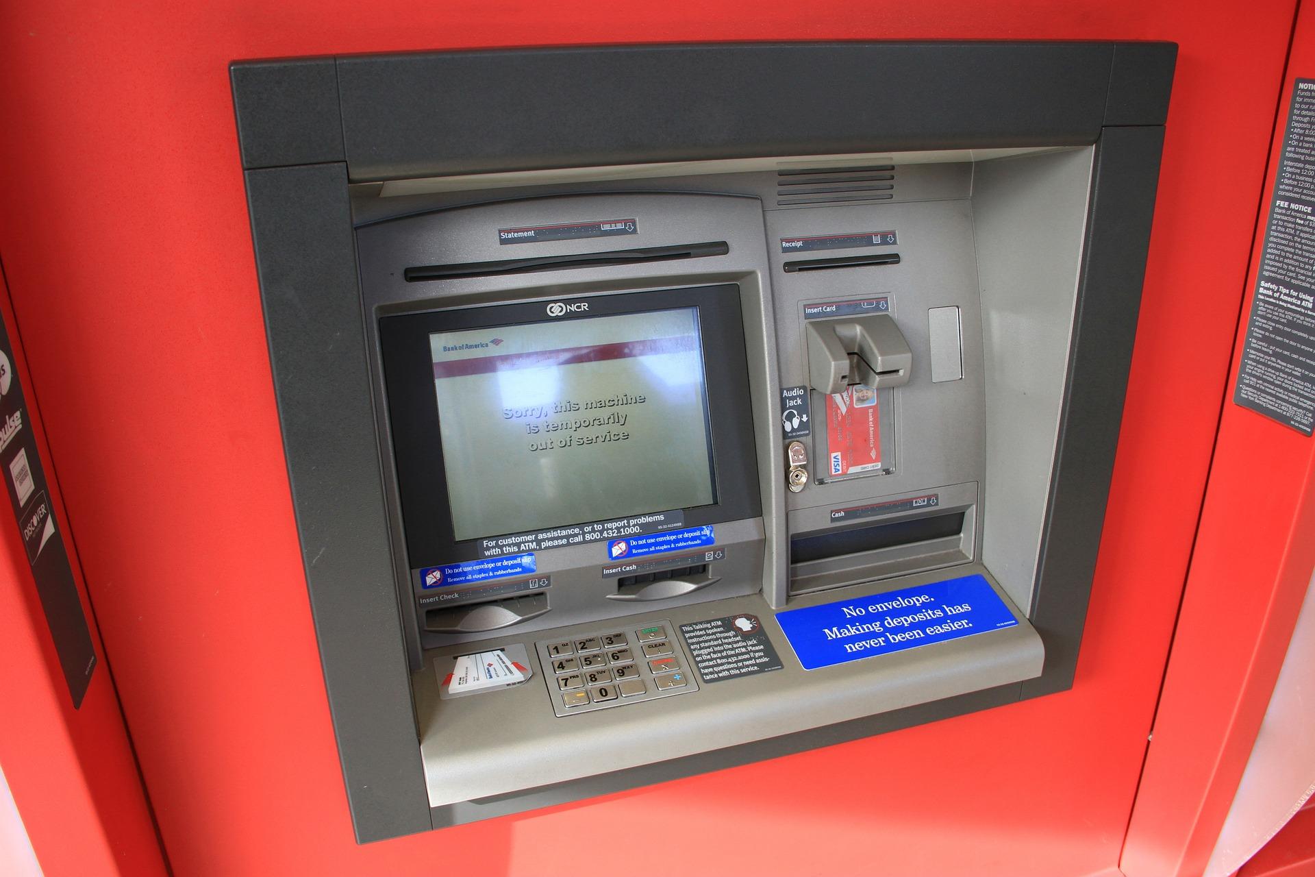 手持ちの現金が全くない!海外で急にお金が無くなった時に現地でお金を調達する方法とは。