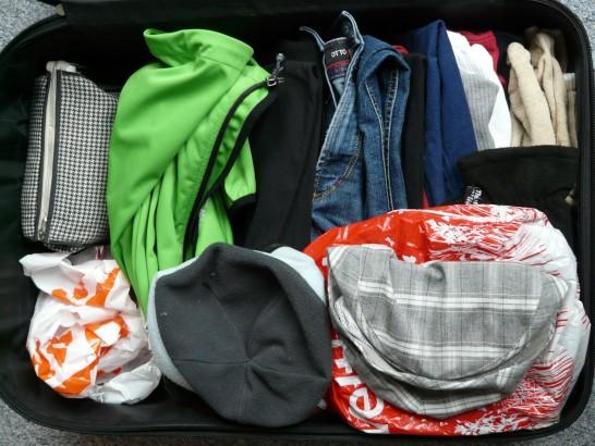 家族の荷物もトランク一つに収納出来る旅行ミニマリストのおすすめするキャリーバッグと便利グッズ。