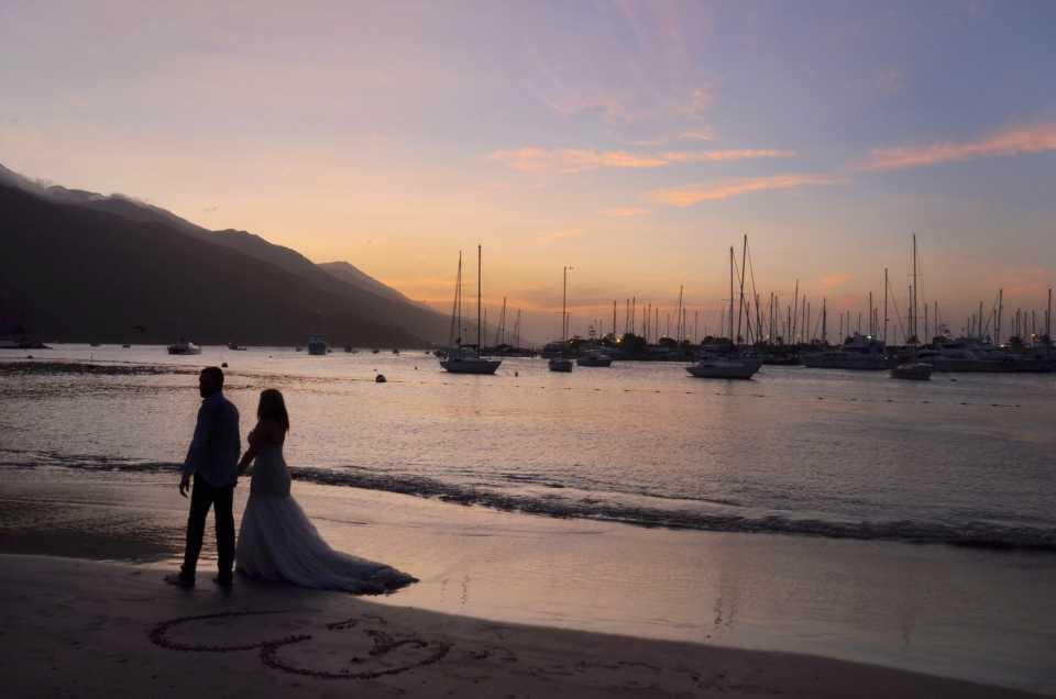 romantic-wedding-couple-1434873_1920